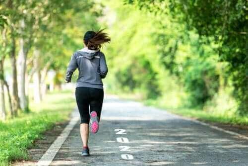 إنقاص الوزن عن طريق تمرينات المشي والجري