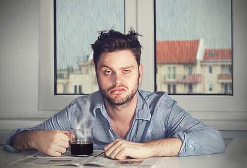 الخمول التالي للنوم: لماذا تستيقظ في حالة مزاجية سيئة