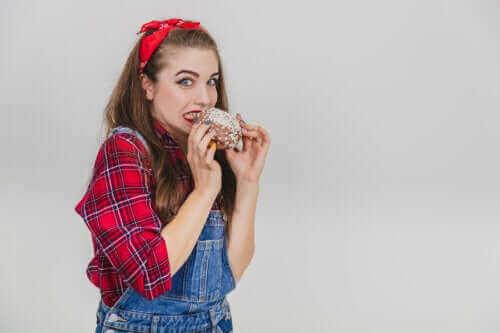 هل يمكنك أن تأكل طعامًا سقط على الأرض؟