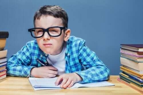 أعراض حالة اللابؤرية لدى الأطفال