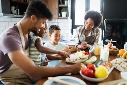 عائلة تطهو