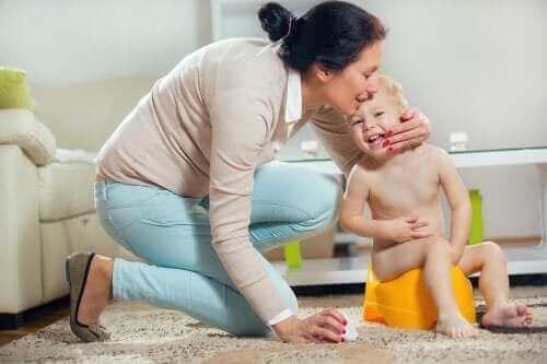 فرط نشاط المثانة - طفل يتبول