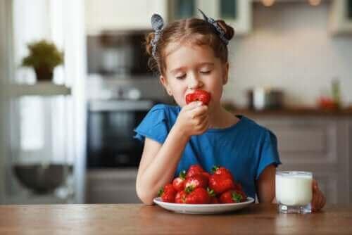 أنواع الفاكهة التي يوصى بتناولها خلال فصل الصيف