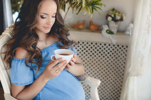 مشروبات الأعشاب – هل يمكن أن تشكل خطرًا أثناء الحمل؟