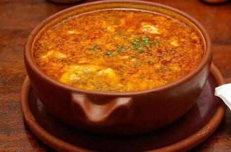 تحضير حساء الثوم القشتالي