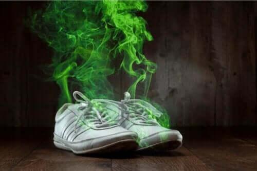 حذاء ذو رائحة كريهة
