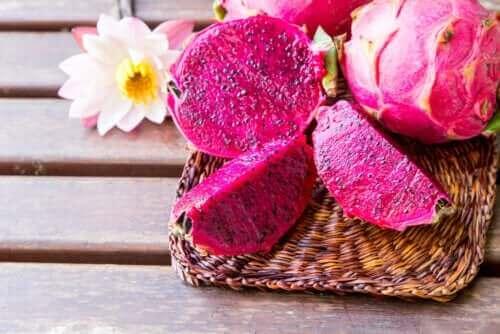 فاكهة التنين – اكتشف معنا خصائص هذه الفاكهة الوردية المدهشة