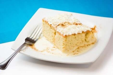 وصفة كعكة الألبان الثلاثة الإسفنجية