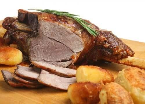 لحم الضأن المشوي