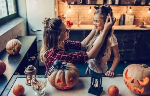 أسرة تحتفل بعيد الهالوين في الخريف