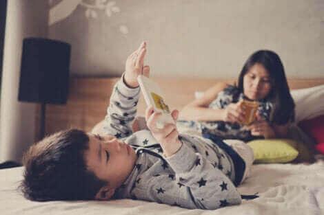 تأثير الهواتف الذكية على الأطفال