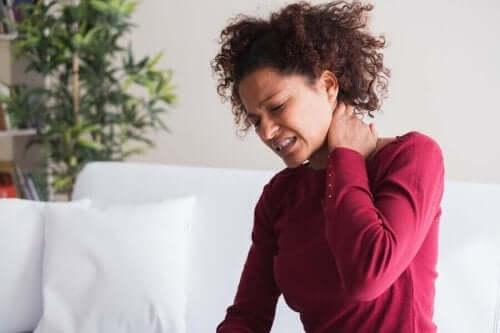 خمس عادات لتخفيف أعراض الألم العضلي الليفي