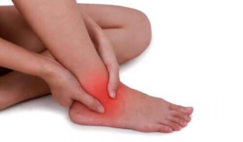 التواء الكاحل - علاجات طبيعية فعالة لتخفيف الأعراض