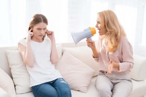 5 طرق يؤذي بها الصراخ الأطفال على المدى الطويل