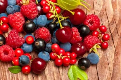 الفواكه والخضروات الحمراء مجموعة منها