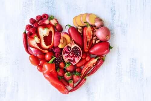 القيمة الغذائية للفواكه والخضروات الحمراء