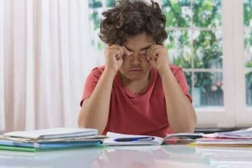 الهالات السوداء تحت العينين لدى الأطفال: هل يجب القلق منها؟