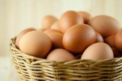 سلة بيض - الأطعمة الغنية بالبيوتين