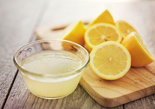 عصير الليمون لمحاربة داء المبيضات الفموي