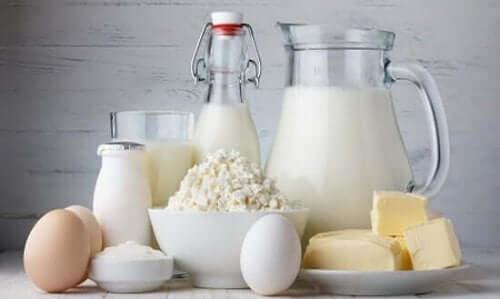 مجموعة من منتجات الألبان - أعراض انقطاع الطمث