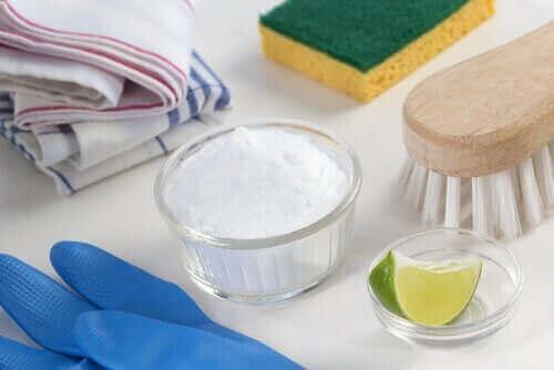 منظف الليمون وصودا الخبز - المنظفات صديقة البيئة