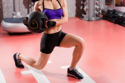 أهمية الفيتامينات في دعم نمو العضلات لدى الرياضيين