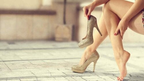 أحذية الكعب العالي - 8 حيل تساعدك على ارتداء الكعب العالي طوال الليل دون تعب