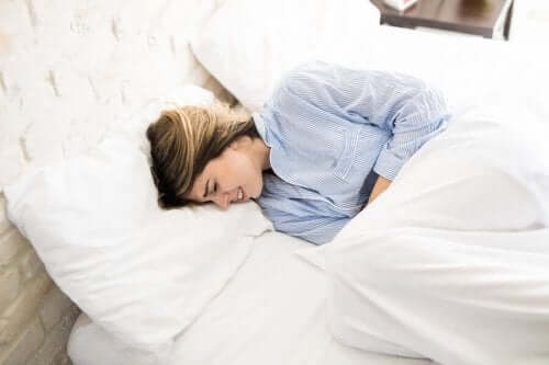 آلام الدورة الشهرية – كيف يمكن استعمال الزنجبيل الطبيعي لمكافحتها