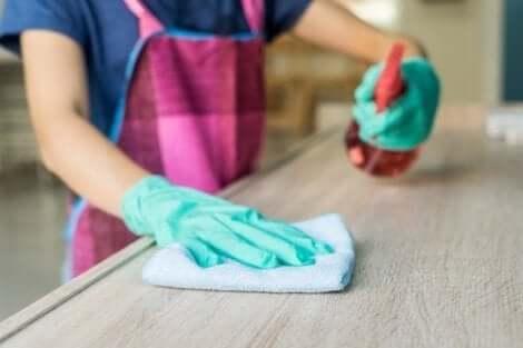 استخدام منظف الأثاث