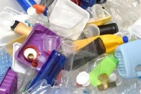 مادة البلاستيك