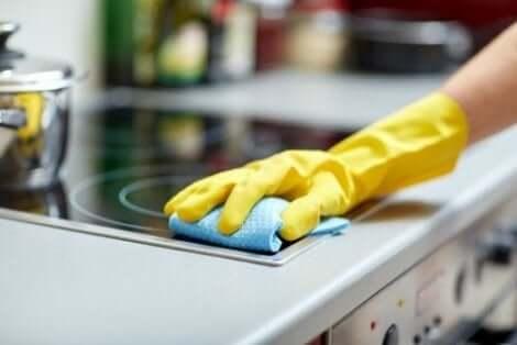 العناصر المنزلية التي قد لا تكون تنظفها بشكل كافٍ
