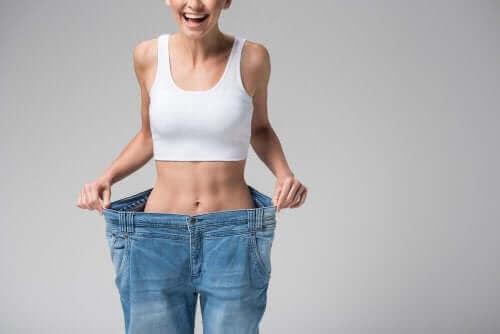 امرأة سعيدة لخسارة الدهون
