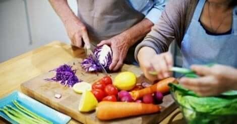 فوائد الطبخ معًا بالنسبة للأزواج