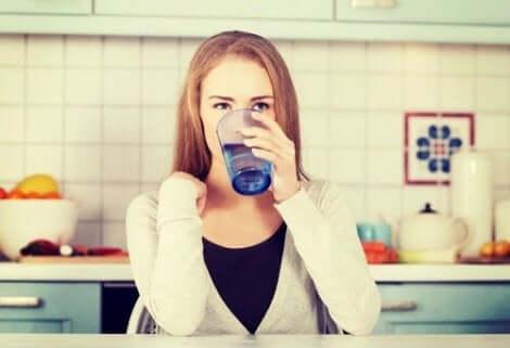 شرب الماء