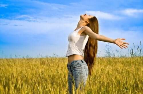 عادات حب الذات التي تحتاج كل امرأة إلى اكتسابها
