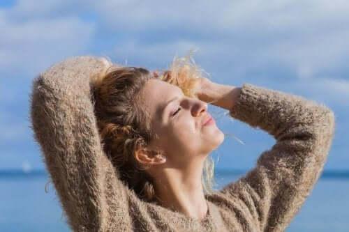 5 علاجات طبيعية لحماية شعرك من الشمس