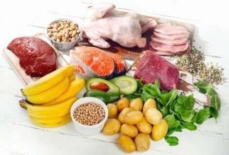 العناصر الغذائية الأساسية