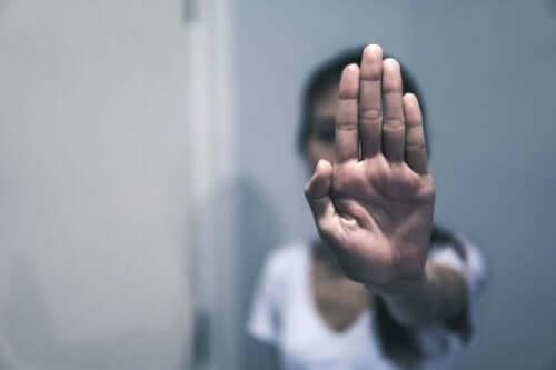 كيفية التعرف على الإساءة اللفظية وما هو التصرف الصحيح