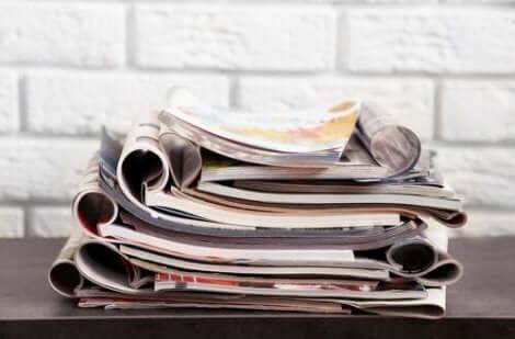 مجلات ومواد قابلة لإعادة الاستخدام
