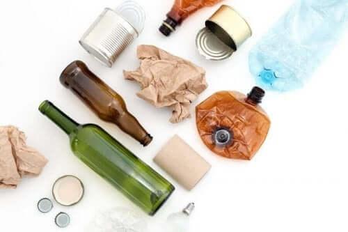 8 مواد قابلة لإعادة الاستخدام قد تكون موجودة حولك