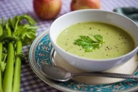 وصفة حساء الكوسا والثوم