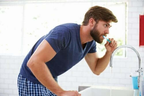 التهاب اللثة التقرحي - غسل الأسنان