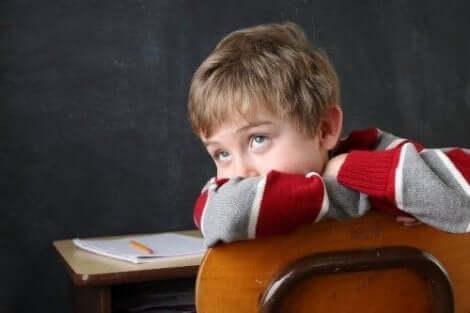 سمات الطفل المصاب بحالة اضطراب نقص الانتباه مع فرط النشاط