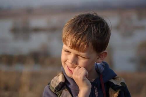 استراتيجيات لمساعدة الأطفال على تجنب قضم الأظافر