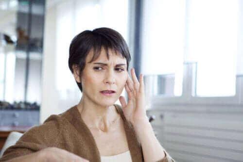 ما هي متلازمة الأذن الموسيقية وكيف يتم علاجها؟