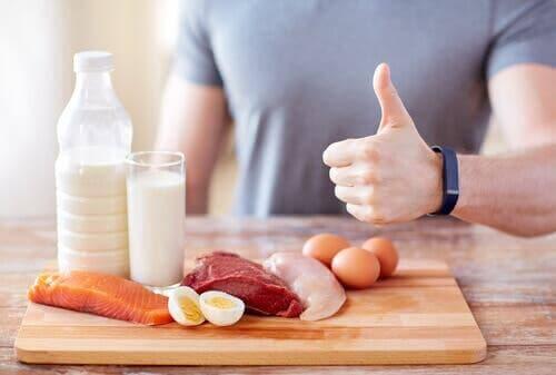 مصادر متعددة للبروتين والأنواع التي يمكن تضمينها في وصفات فطيرة البروتين