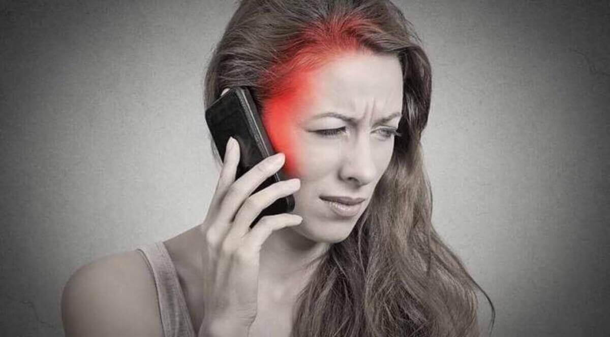 استخدام الهواتف المحمولة واحتمالية تسببه في الحساسية من الموجات الكهرومغناطيسية