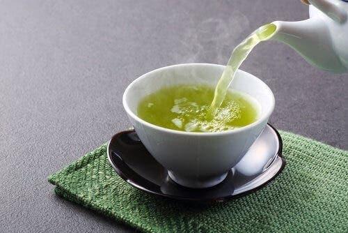 الشاي الأخضر في علاج مشكلة جفاف الجسم