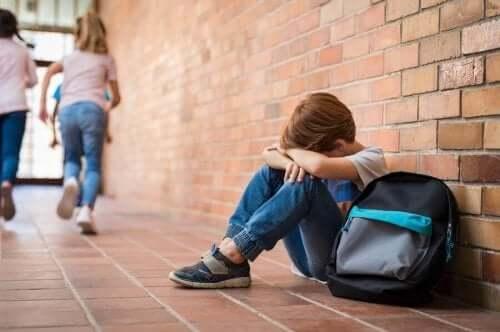 الرهاب الاجتماعي - 4 نصائح لمساعدة الطفل الذي يعاني من الخوف والارتباك الاجتماعي