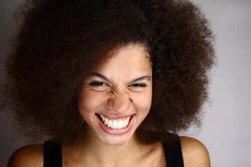 الابتسامة اللثوية - ما هي وكيف يمكن علاجها؟